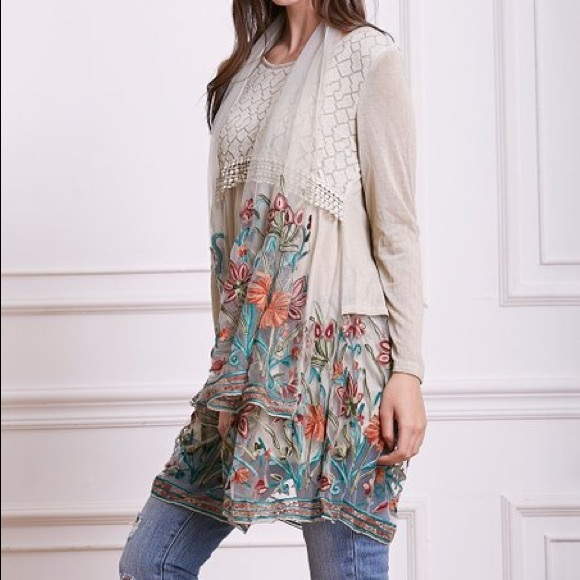 Simply Couture Dresses & Skirts - Simply Couture Beige Floral-Embroidery Tunic Dress